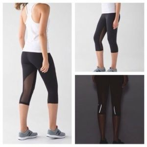 "Lululemon 17"" Outrun Crop sz 6 Black"